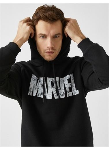 Koton Marvel Lisansli Baskili Kapüsonlu Pamuklu Sweatshirt Siyah